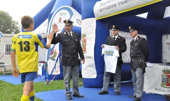 Torino ragazzo e Polizia 550